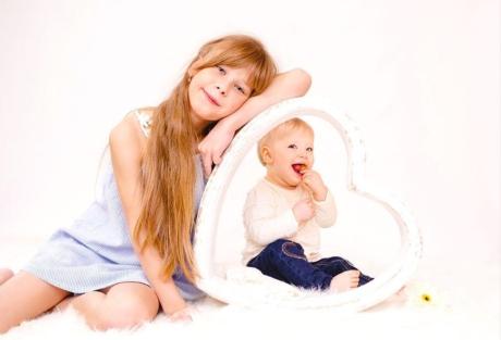 Babyfotografie mit Geschwistern