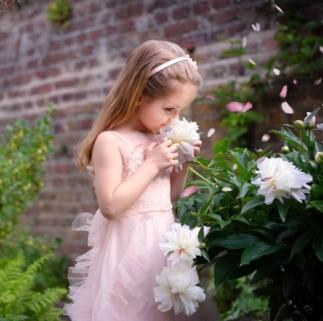 Blütenduft Mädchenfoto 165