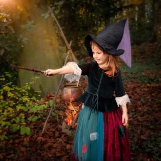 Die kleine Hexe übt zaubern
