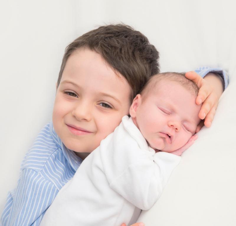 babyfotografie-mit-bruder-22